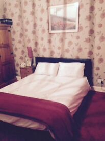 Large room to rent, very spacious c/w en suite. Kitchen and living room available