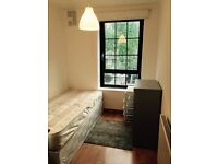 Amazing Single room in a 4 bedrooms flat