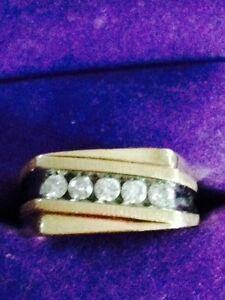 Men's gold diamond ring