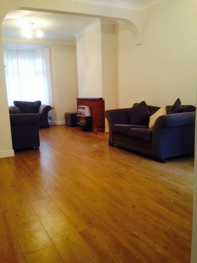 3 BED HOUSE TO RENT IN SEVEN KINGS! 5 MINS WALK TO SEVEN KINGS STATION! GARDEN! £1550PCM