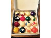 Set of spots and stripes pool balls