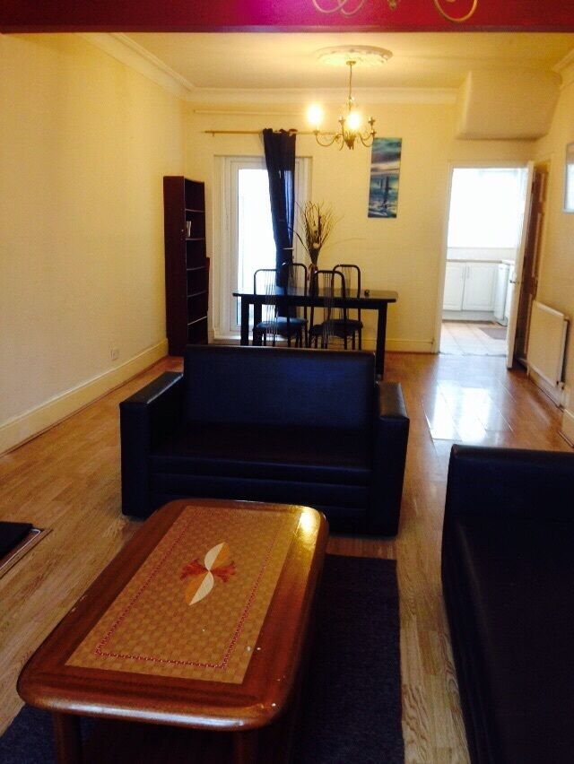 LARGE 3 BED HOUSE TO RENT IN BARKING! 2 MINS WALK TO BARKING STATION! COMES FULLY FURNISHED!