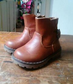 Brand new toddler boots size 4