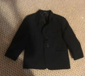Boys suit jacket size 5 great condition. Styled in Italy