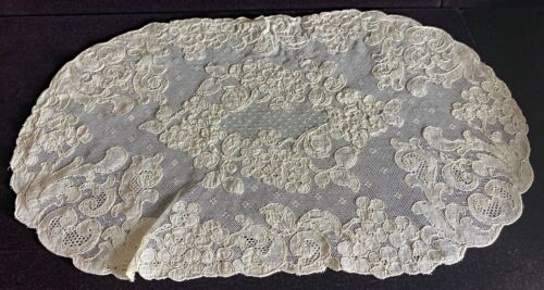 4 Vintage Antique Hand Made Alencon Lace Oval Placemats  WW`124