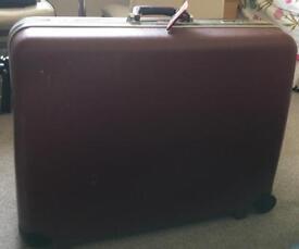 XL sturdy suitcase