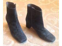Elegant dark green suede short boots