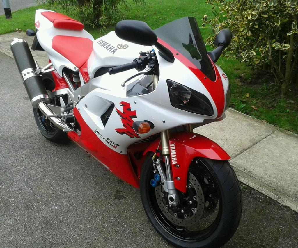 yamaha r1 1998 4xv red and white in york north yorkshire gumtree. Black Bedroom Furniture Sets. Home Design Ideas