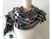 Burberry scarf black red gray