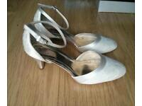 Rainbow Club Penny Lace Ivory Wedding Shoes Size 4.5