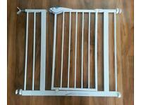 Lindam safety gate/stair gate with 7cm extension piece and y fitting for stair spindle