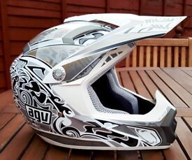 Stunning Youths AGV MT-X Motocross Helmet Size (53)