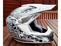 Stunning Youths AGV MT-X Motocross Helmet Size XS (53)