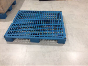 3 plastic pallet - $30 Kingswood Penrith Area Preview