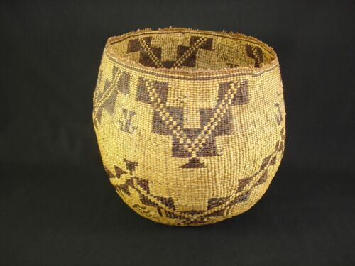 A nice, large and unique Pit River Basket Native American Indian, Circa:1910