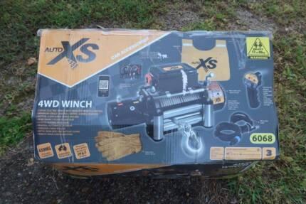 4.3 tonne/9500 lb winch