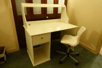 Student desk and chair, white in very good condition