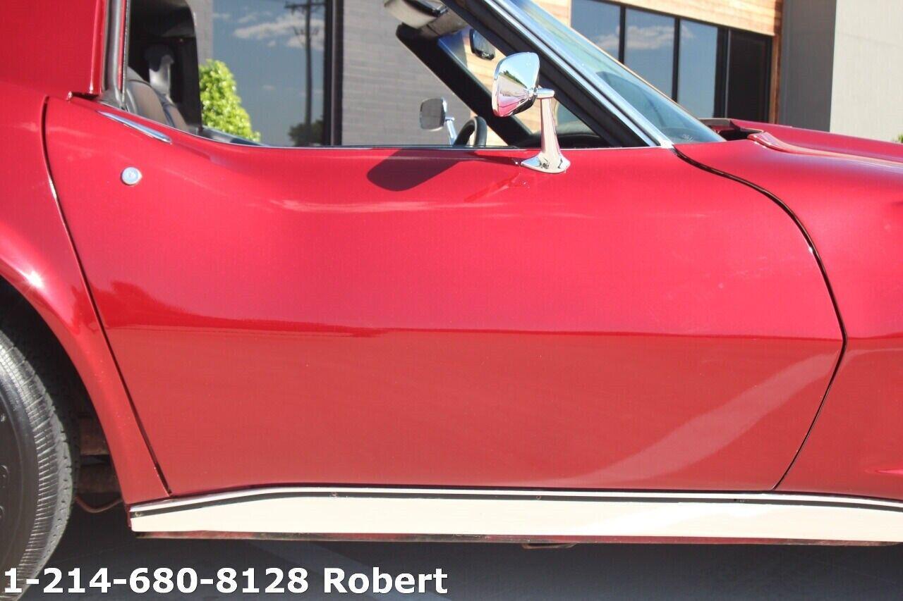 1976 Red Chevrolet Corvette Stingray    C3 Corvette Photo 9