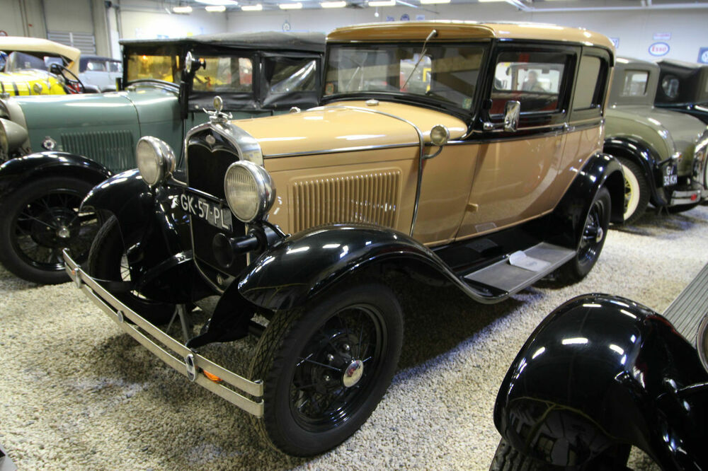 Ford 190 A Victoria Coupe