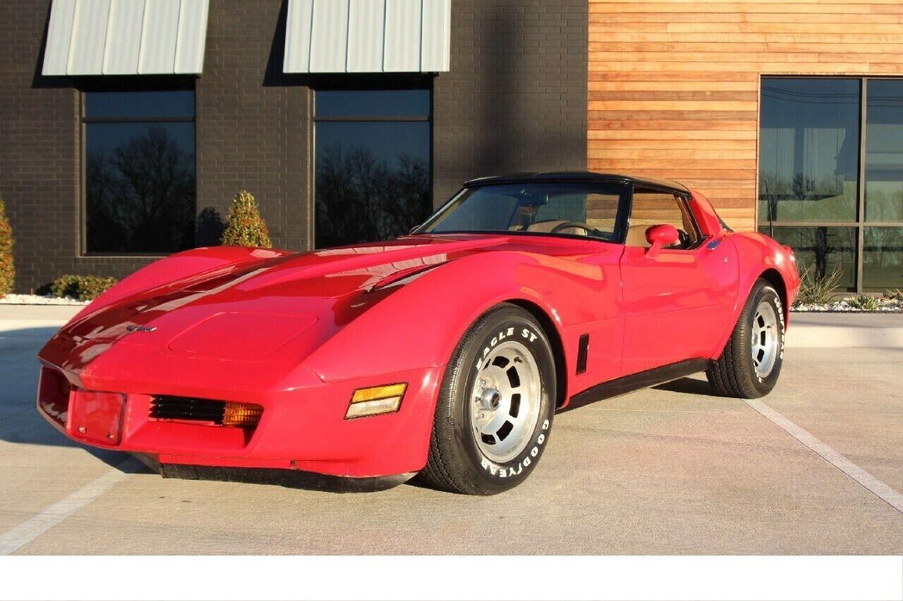 1981 Red Chevrolet Corvette Coupe  | C3 Corvette Photo 1