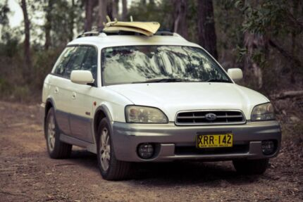 Urgent! Subaru Outback 2001 with bed and camping equipment