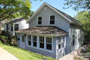 17-115 Lovely 2 bed located in Fairview, great back yard!