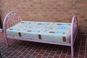 Pink Kids Bed Isabella Plains Tuggeranong Preview