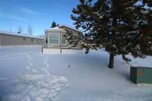 48 Village Green Mobile Home PA Warburg, Alberta