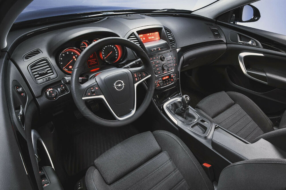 Opel Insignia A: Cockpit der Vor-Facelift-Version