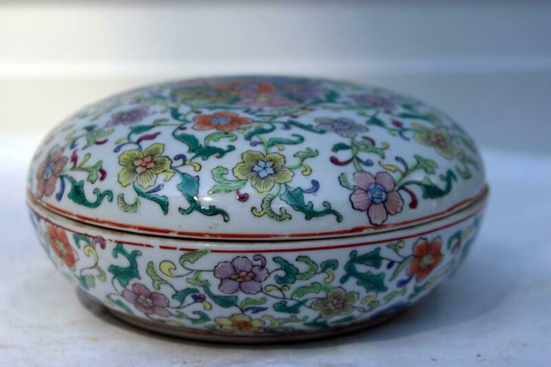 Large Round Chinese  Porcelain Box Qianlong mark on Base