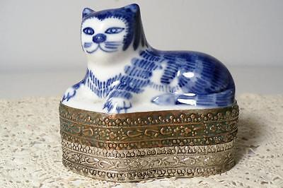 Vintage Chinese Porcelain Blue & White Cat Box w/Silver & Copper Base/Bottom