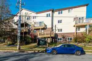 2 LEVEL 1.5 BATH CONDO IN CLAYTON PARK!