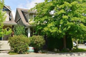 15399 RUSSELL AVENUE White Rock, British Columbia