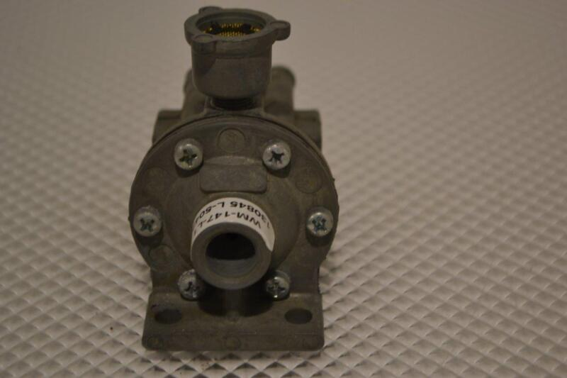 ONE NEW ACCELERATING CONTROL TECHNOLOGY AIR-OPERATED  RELAY VALVE WM-147-L1