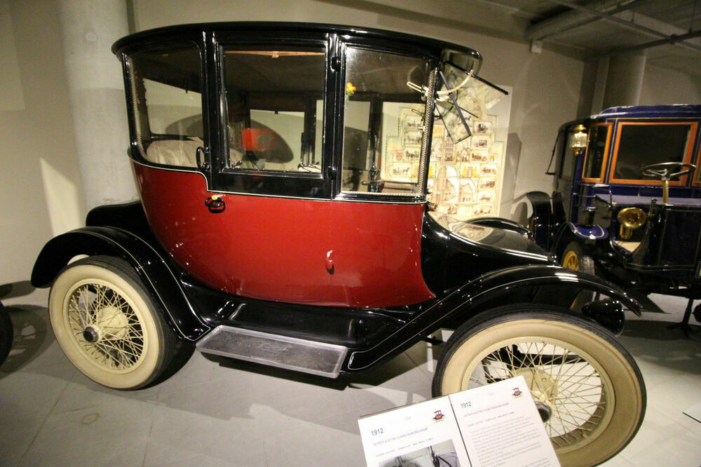 Detroit Electric Clear Vision Brougham 1912