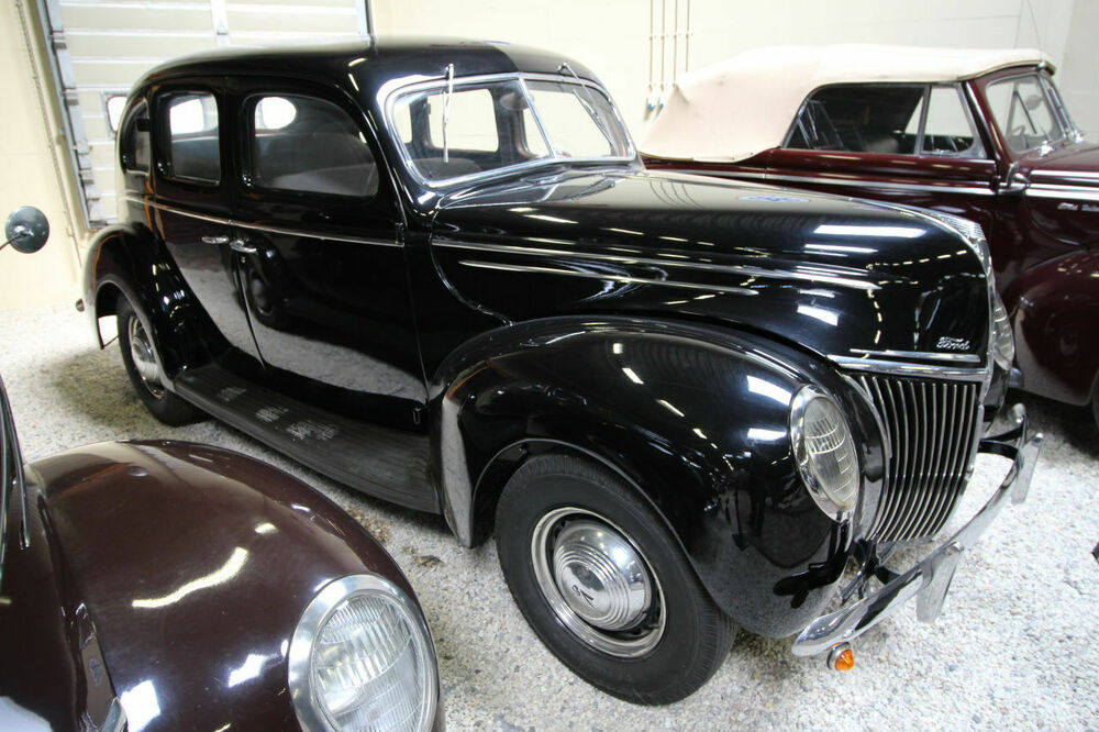 Ford 73 B Luxe Fourdor Sedan 1939