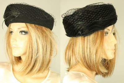 Vtg MR CHARLES Millinery Doeskin Wool Felt Derby Church Hat w Feathers Net Veil