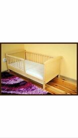 Toddler bed with 2 mattresses