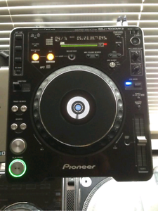 2x Pioneer CDJ1000 MK3 W/ CASE Chelsea Heights Kingston Area Preview