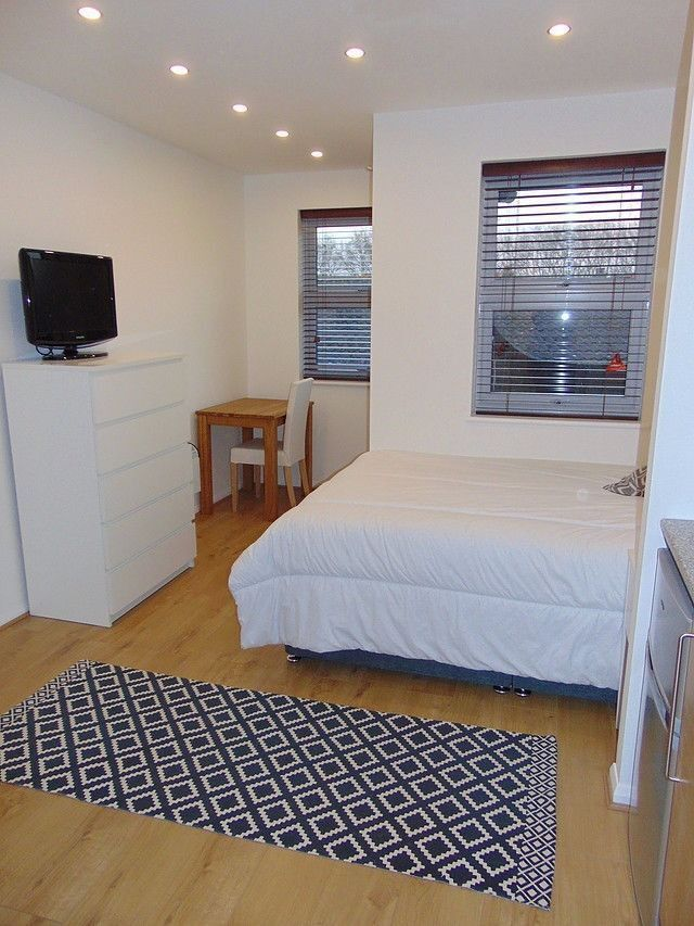 Double Room for two people in STRATFORD!!