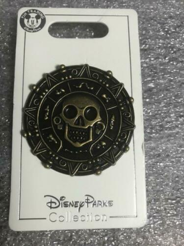 Disney Land Pirates Of The Caribbean Gold Coin Pin Piece Of 8 PIN
