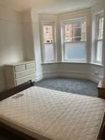 Central Guildford bright & spacious double bedroom in a professional house share.