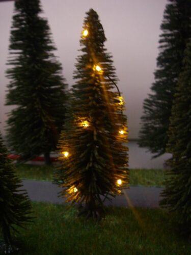 S352 H0 + TT Weihnachtsbaum mit LED Lichterkette gelb beleuchtet 18 LEDs Tanne