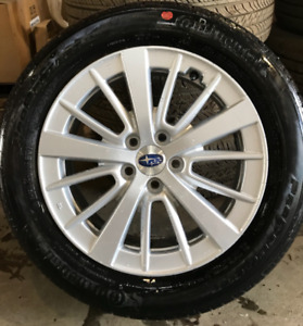 Mags Subaru Impreza et pneus d'origine : Presque NEUF