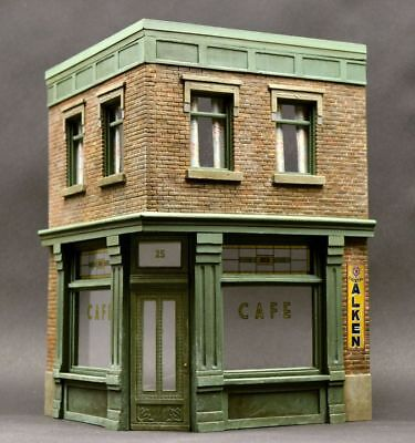 DioDump DD114 Corner cafe - 1:35 scale resin scale model diorama building