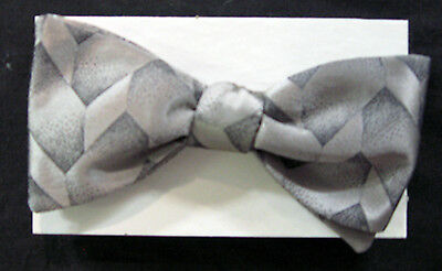 Mens Silver Silk Geometric Pattern Pre Tied Adjustable Bow Tie New In Box NBT 46 Boxed Pattern Bow Tie