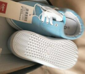 Size 8 blue cotton traders footwear