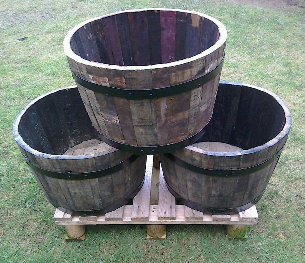 Ideal mother 39 s day gift solid oak half whisky barrel for Whiskey barrel bathtub