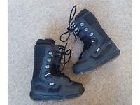 Snowboard boots - children UK 13.5