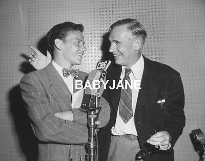 041 FRANK SINATRA & WALTER HUSTON CANDID ON RADIO PHOTO